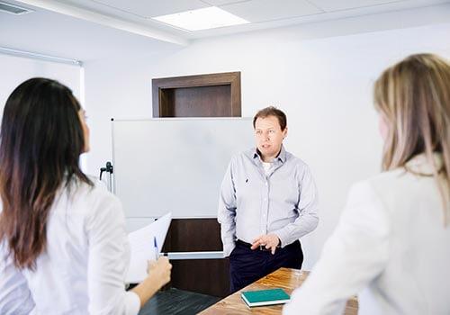 Jörg Rensmann im Coaching zum Vertrieb von FMCG
